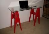 Mesa-escrivaninha cavaletes