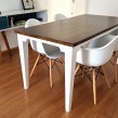 Mesa de jantar com pés chanfrados