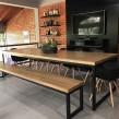 Mesa de jantar e banco industrial
